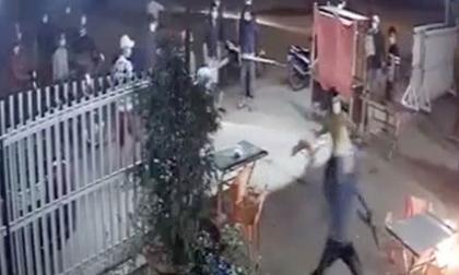 Chủ quán nhậu ném bom xăng chống trả 20 thanh niên cầm dao đòi chém