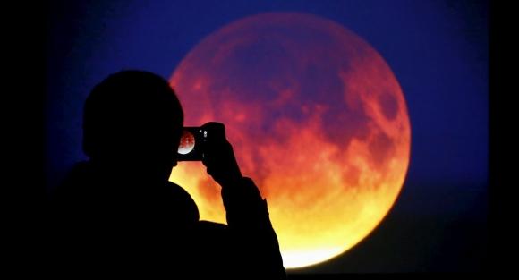 150 năm có 1 lần: Siêu trăng, trăng xanh, trăng máu dồn vào một ngày - 1