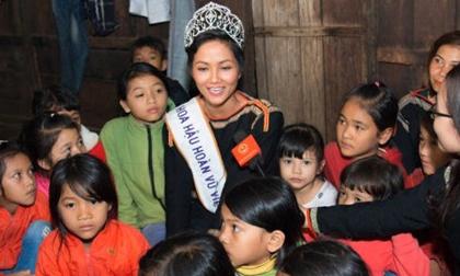 Hoa hậu H'hen Niê: 'Từng tiết kiệm tiền làm thêm để lì xì cho các em'