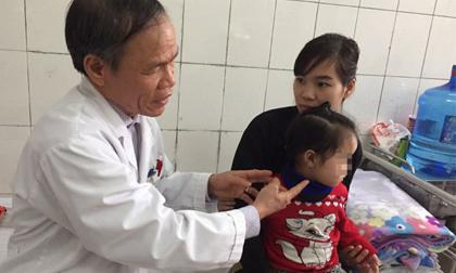 Hà Nội chìm trong giá rét, 30 người méo miệng, trợn mắt nhập viện mỗi ngày