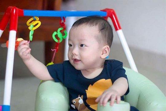 Con trai thiếu uý ung thư nhường sự sống cho con trong vòng tay Bộ trưởng Y tế - 5