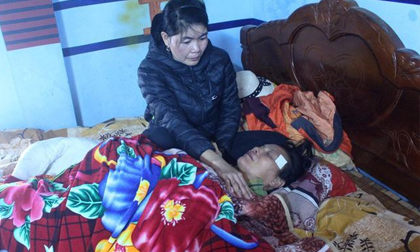 Vụ một người tử vong khi công an 'bắt bạc': Người mẹ ngất lịm khi thi thể con về quê