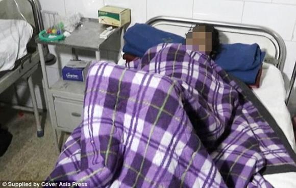 Hai ngày kinh hoàng của người vợ bị chồng nhét cả chày vào bụng vì vô sinh - 1