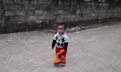 Bé trai 3 tuổi nghi rơi xuống sông Lô mất tích lúc giữa trưa