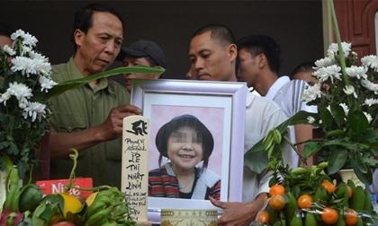 Gia đình bé Nhật Linh nhận được 300.000 chữ ký ủng hộ