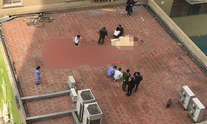 Người đàn ông rơi từ tầng 11 xuống mái tum tử vong