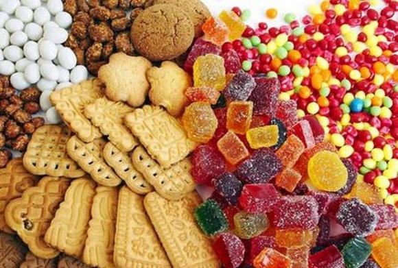 Bộ Y tế bày cách phân biệt bánh kẹo nhuộm phẩm độc - 1