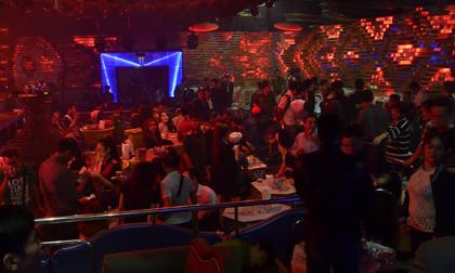 Phát hiện nhiều dân chơi nghi phê ma tuý tại 2 quán bar ở TP.HCM