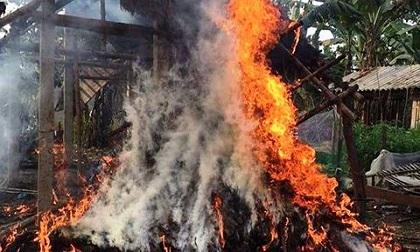 'Bà hỏa' thiêu rụi ngôi nhà, người mẹ chỉ kịp ôm con chạy thoát