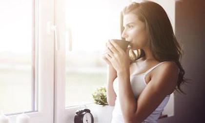 Dành 1 phút làm điều này buổi sáng sau khi thức giấc bạn sẽ thọ trăm tuổi và chẳng mấy khi ốm bệnh