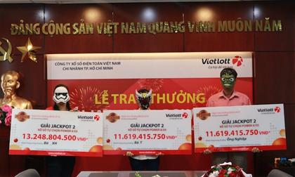 3 người cùng đeo mặt nạ đi nhận hơn chục tỉ của Vietlott về ăn Tết