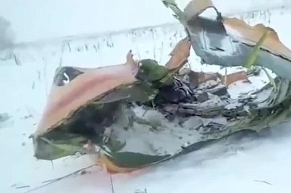 Nga: Máy bay chở 71 người phát nổ trên bầu trời - 1