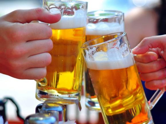 Uống bao nhiêu rượu bia để không phải đi viện ngày Tết? - 1