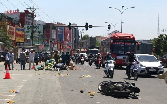 Nhân chứng vụ ô tô vượt đèn đỏ gây tai nạn hàng loạt: Cảnh tượng rất khủng khiếp - Ảnh 1.