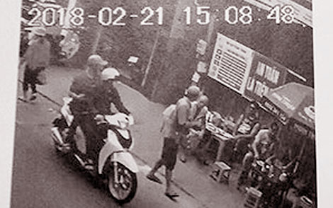 Truy tìm 2 đối tượng cướp tài sản Việt kiều Đức ở phố Tây - 1