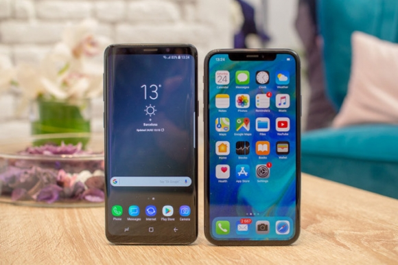Galaxy S9 đọ dáng cùng iPhone X: Song long tranh bá - 1