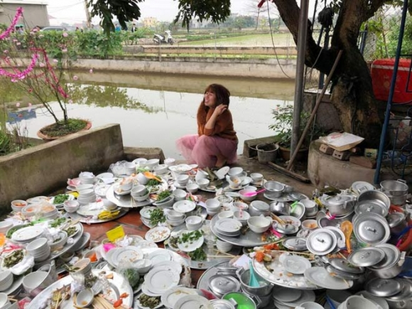 nàng dâu phải rửa núi bát đĩa trong ngày cưới