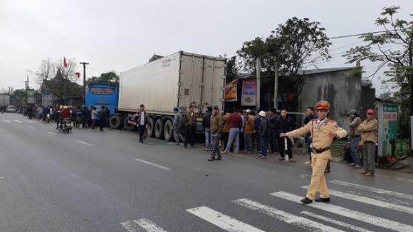 Va chạm kinh hoàng giữa xe khách và xe tải, 2 người chết tại chỗ - 1