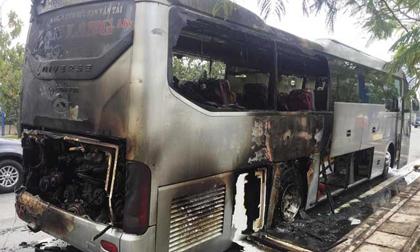 Xe khách bốc cháy trên phố Sài Gòn, cả chục người gào khóc