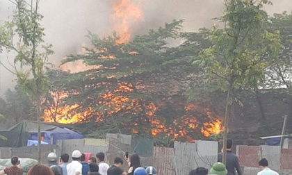 Cháy lớn tại khu nhà xưởng, hàng quán trong làng Triều Khúc