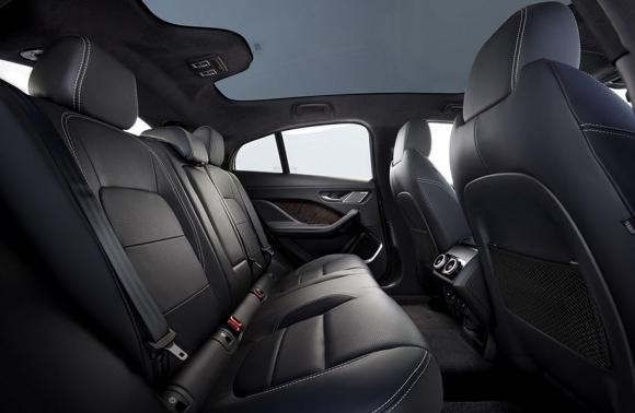 SUV chạy điện Jaguar I-PACE 2019 mới có giá từ 1,9 tỷ VNĐ - 3