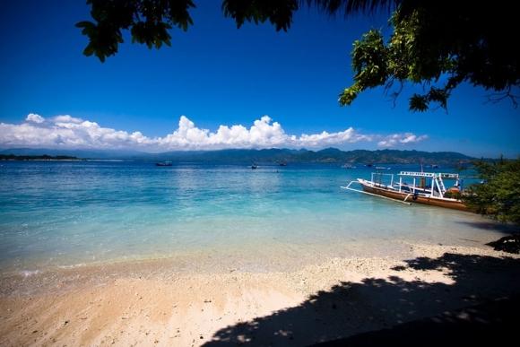 Không chỉ Bali trứ danh, Indonesia còn có những hòn đảo đẹp kinh ngạc thế này - 1