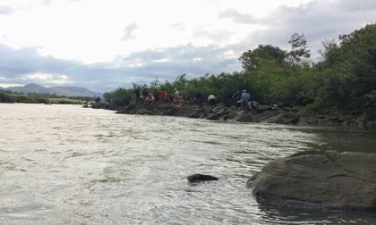 Hơn 600 người tìm 3 học sinh mất tích trên sông Ba (Gia Lai)