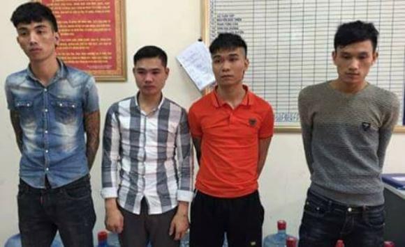 Bắt khẩn cấp 4 đối tượng chém cô gái trẻ rồi cướp xe máy gần Thanh Trì - 1