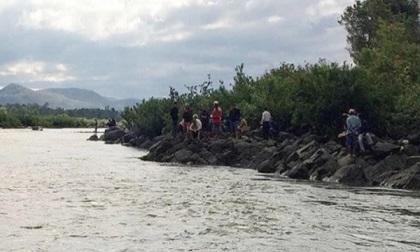 Đã tìm thấy thi thể 2 nam sinh trong vụ 3 học sinh lớp 9 mất tích khi tắm sông Ba (Gia Lai)
