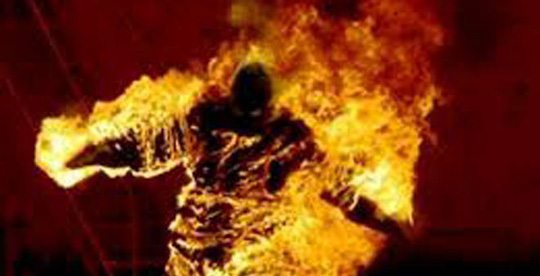 Cặp nam nữ bốc cháy trong phòng trọ khóa trái cửa - Ảnh 1.