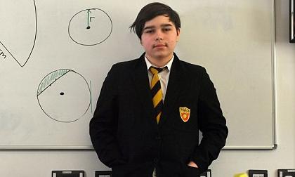 Nam sinh 12 tuổi có IQ cao hơn Stephen Hawking và Albert Einstein