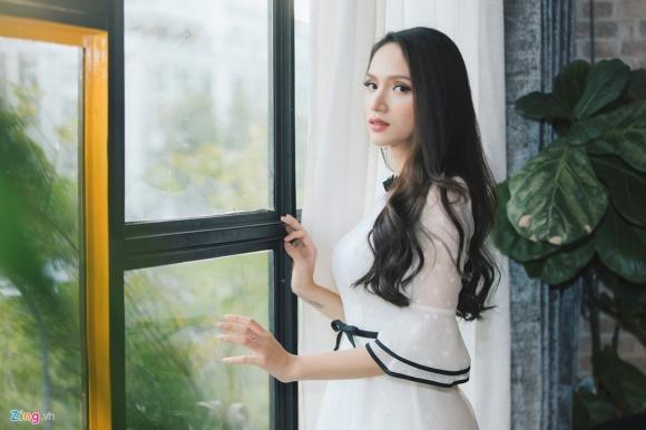 tan hh chuyen gioi huong giang idol: toi khong biet ai la dai gia hinh anh 3