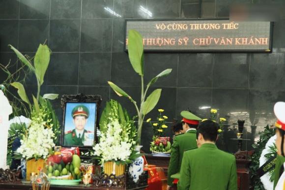 Đồng đội nghẹn ngào tiễn đưa chiến sĩ PCCC hy sinh trên đường đi cứu nạn cứu hộ trên cao tốc Pháp Vân