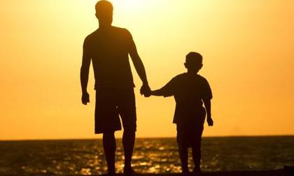 Bức thư của cậu bé 6 tuổi gửi người bố đã qua đời: 'Con lớn rồi, bố yên tâm nhé'