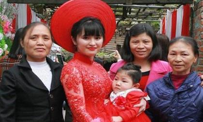 Bé gái Lào Cai suy dinh dưỡng ngày nào nay bụ bẫm trong lễ ăn hỏi của mẹ nuôi