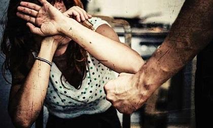 Từ chuyện người vợ bị chồng cũ tạt axit bỏng mặt: Phụ nữ ra đi đừng quay trở lại!