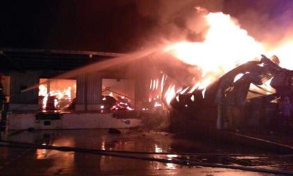 Quảng Ninh: Nhà máy sợi bốc cháy dữ dội từ đêm đến sáng