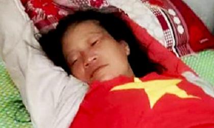 Bị tình nghi bắt cóc trẻ em, một phụ nữ tâm thần bị đánh bầm mình