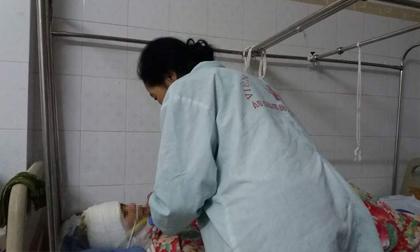 Nỗi đau của người mẹ phía sau vụ cô giáo bị chồng cũ đổ axit
