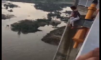 Bất lực nhìn thiếu nữ nhảy cầu Đồng Nai tự tử không ai cứu