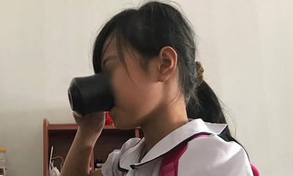 Lời kể của bé gái bị cô giáo bắt uống nước giẻ lau bảng