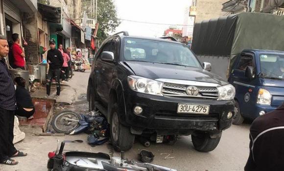 Vụ xe điên gây tai nạn thương tâm ở Hà Nội: Mẹ gãy chân nằm viện không hay biết con gái 7 tuổi đã mất