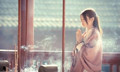 Phật dạy: Im lặng là vàng, nhẫn nhịn là bạc, giúp người là đức, chịu thiệt là phú
