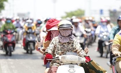 """Nắng nóng gay gắt, người Sài Gòn như """"thở ra lửa"""""""
