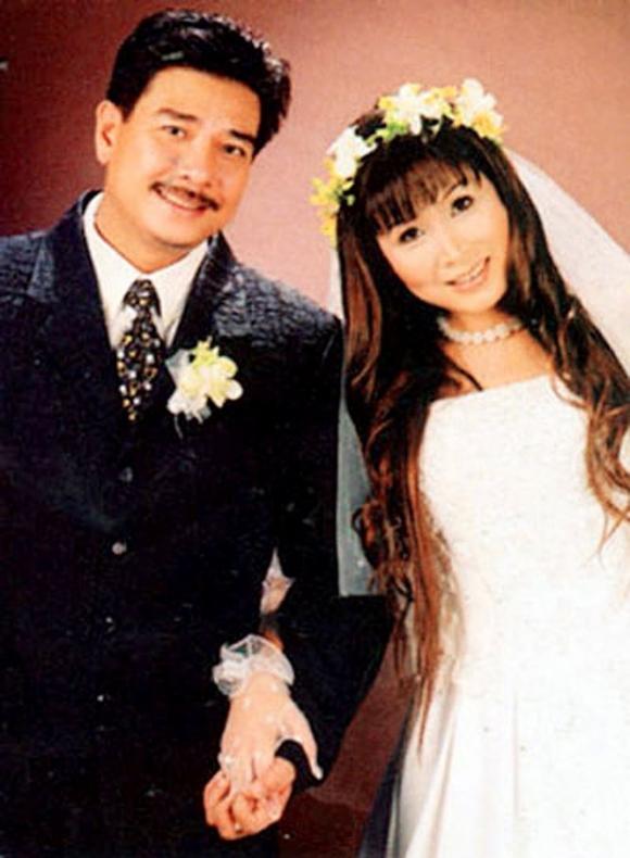 Bên cạnh sự nghiệp thăng hoa, Lê Tuấn Anh đang có cuộc hôn nhân hạnh phúc với NSƯT Hồng Vân.