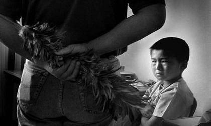 Nguy hại khi dạy con trẻ bằng nỗi sợ hãi: Bố mẹ đánh cho chừa, con mắc tật nói dối
