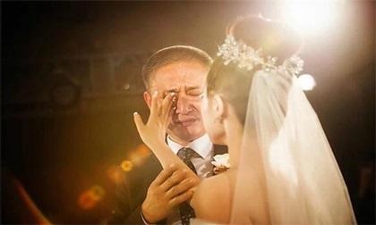 Câu nói của bố vợ trong đám cưới khiến con rể quỳ gối, ai nghe cũng phải rơi nước mắt
