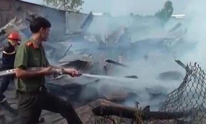 Cháy lớn làm 4 căn nhà bị thiêu rụi
