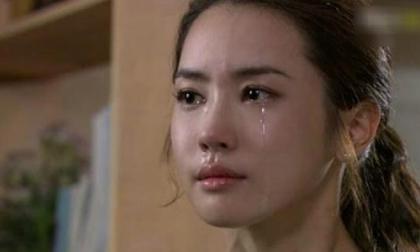 Chồng bị tai nạn, tôi trào nước mắt khi chứng kiến hành động của cô người yêu cũ