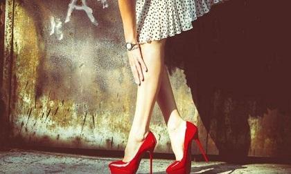 Đàn ông như đôi giày của phụ nữ, cố mang thì đau chân, cởi ra thì đau lòng